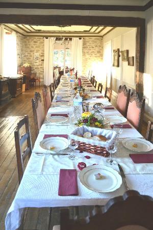 La Clauzure: La salle à manger prête pour le repas de fête