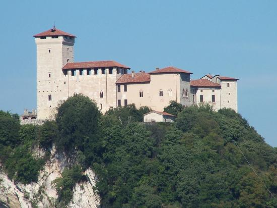 Cascina Cesarina B&B: The Rocca di Angera is a great castle and fascinating museum