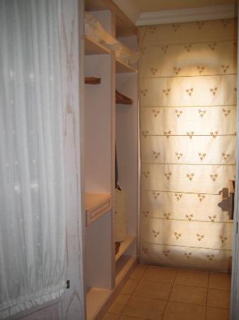 Iberostar Grand Hotel El Mirador: walk in wardrobe
