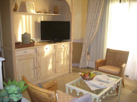 IBEROSTAR Grand Hotel El Mirador: TV, minibar etc