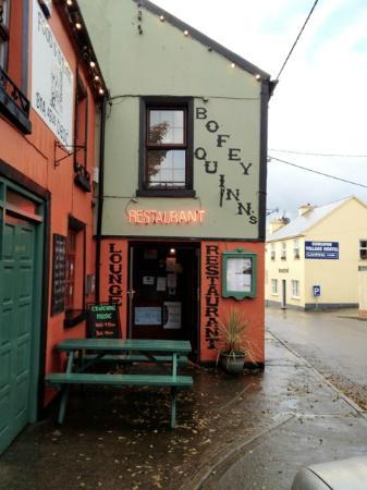 Bofey Quinns Bar & Restaraunt: Great food in Corofin