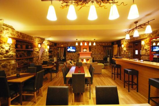 Mavraganeiko: cafe - bar