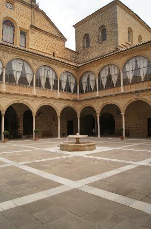 Hospital de Santiago: La cour intérieure