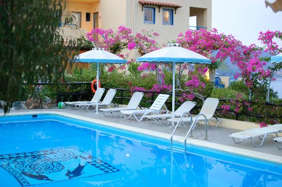 Elounda Heights Apartments and Studios: Pool area