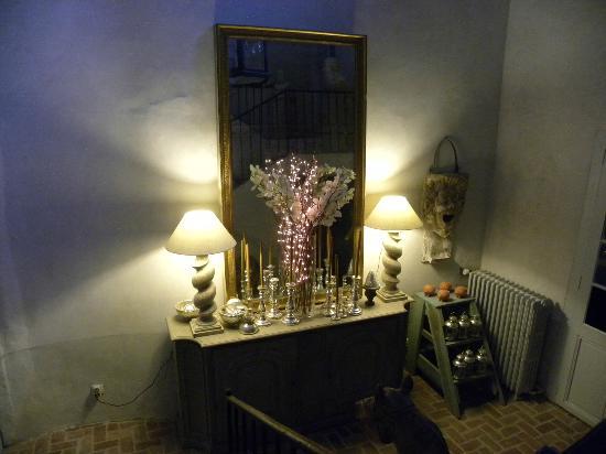 Chateau d'Ortaffa: couloir chambre