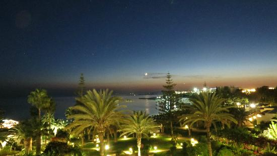 Nissi Beach Resort: Night view from the room