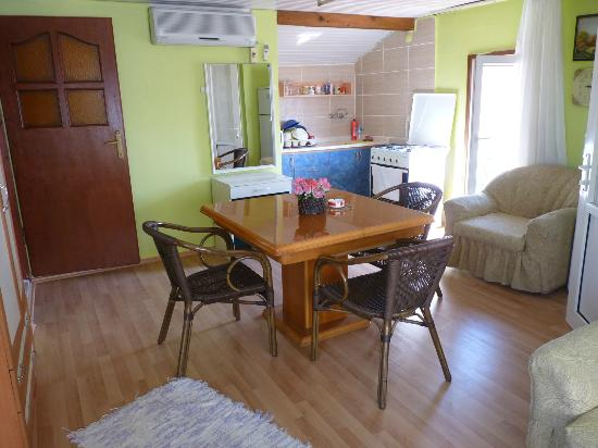 Camel Pension & Apartments: aprtment for three people