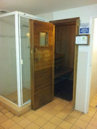 Surfers Beachside Holiday Apartments: Male & Female Saunas