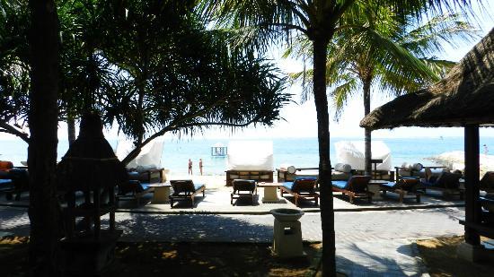 Puri Santrian: Strand
