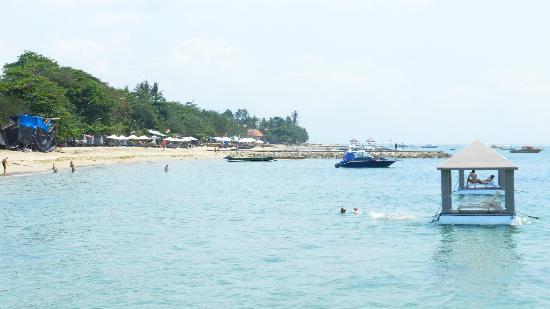 Puri Santrian: Meer und Strand vom Steg aus