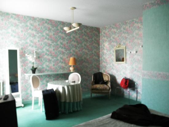 Hotel Henri IV : dormitorio (la cama estaba enfrente)