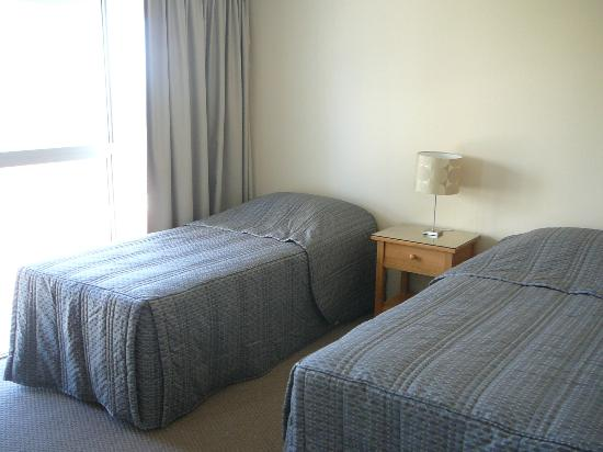 Surfers Beachside Holiday Apartments: 2 Bedroom Apartment - Twin Beds in the second bedroom