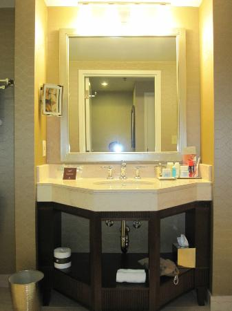 Omni Los Angeles at California Plaza: Bathroom 1629