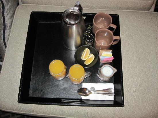 Omni Los Angeles at California Plaza: Free coffee/tea/orange juice