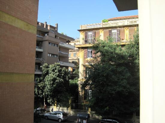 Relais 6: Seitliche Sicht aus Fenster
