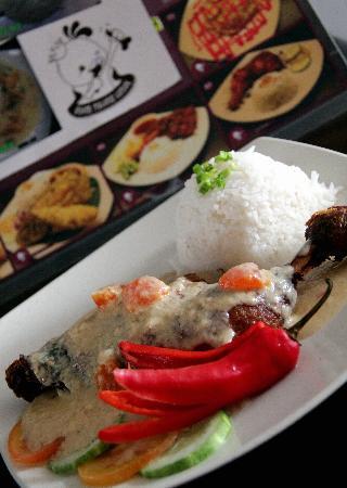 Ayam Tulang Lunak Kuching: ayam tulang lunak telur masin