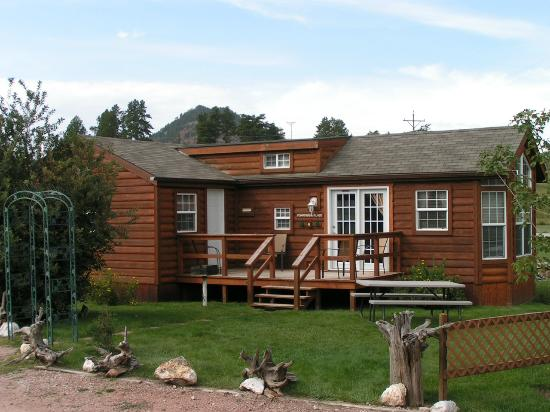 Creekside Country Resort: Ponderosa Place is a favorite of our guests as it's in the middle of the resort & can park close