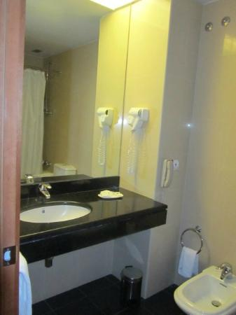 Azoris Royal Garden Hotel: Bathroom
