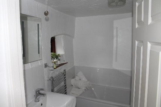 Rambler's Rest Guest House: Bathroom.