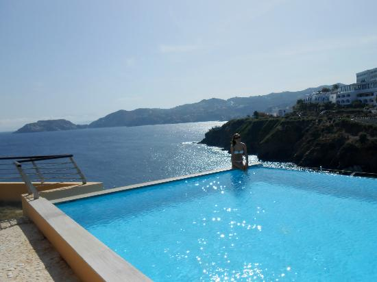 Sea Side Resort & Spa: Infinity Pool- Sharing