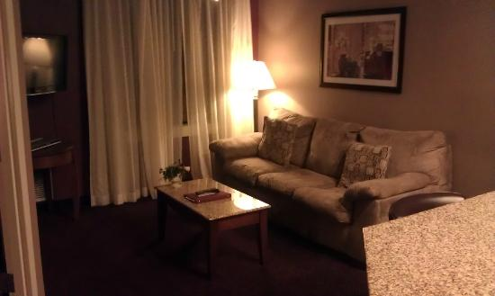 Best Western Plus Hannaford Inn & Suites: Living area from door