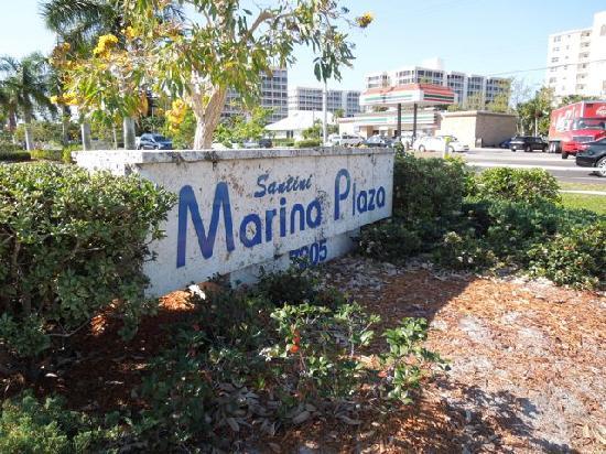Santini Marina Shopping Plaza : Shopping Center Sign