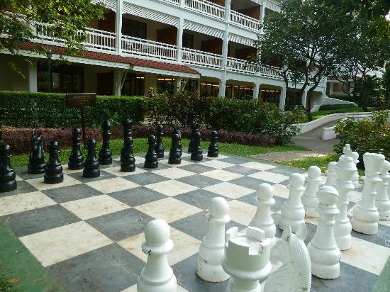 Centara Grand Beach Resort & Villas Hua Hin: giant chess