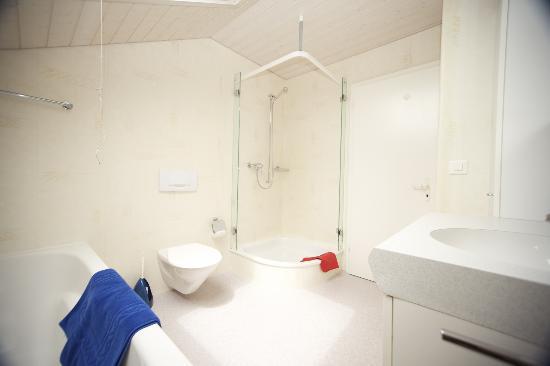 Sunny Days Bed & Breakfast: Room 9, Bathroom
