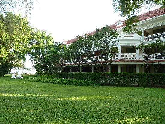 Centara Grand Beach Resort & Villas Hua Hin: hotel grounds