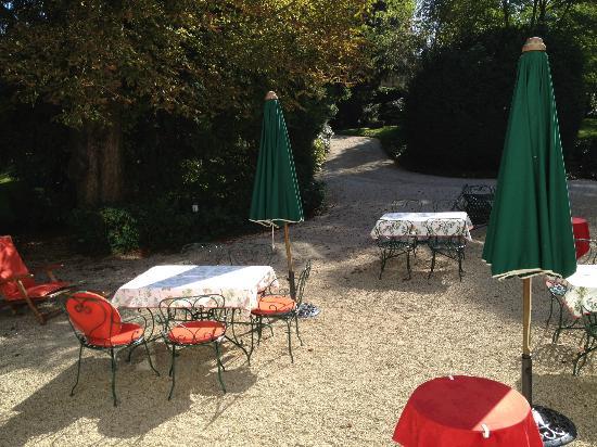 Château du Petit Musigny à Chambolle : Terrasse, accès direct depuis la chambre