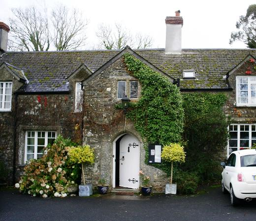 Collaven Manor Hotel: Outside Hotel front.