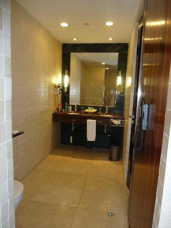 Gran Hotel Guadalpin Banus: Bathroom double sink Junior Suite with Jacuzzi room 403
