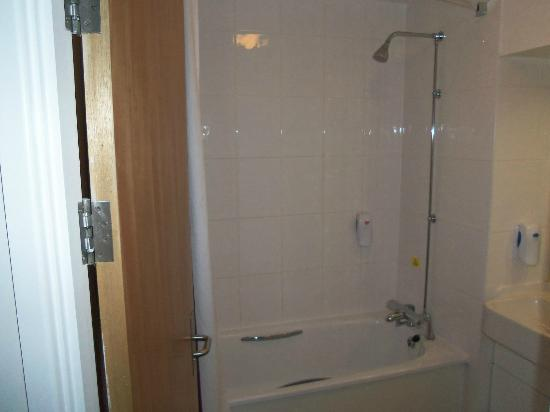 Bathroom picture of premier inn london beckton hotel london tripadvisor Premiere bathroom design reviews