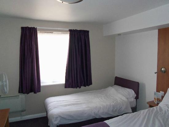 Premier Inn London Beckton Hotel: bed 