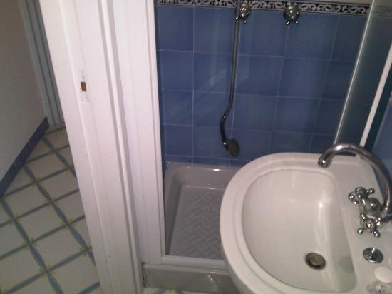 Hotel Gatto Bianco: Bagno