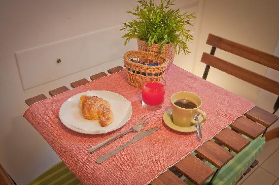 Opera Inn Suites B&B : Breakfast