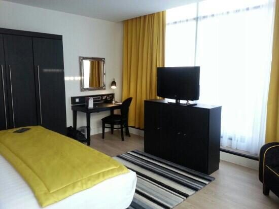 Hotel Indigo Newcastle: corner room