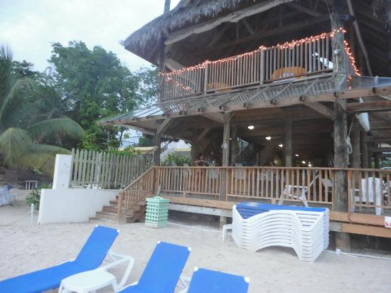 Seasplash Negril: Bar/Beach area