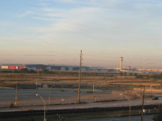 BEST WESTERN PLUS Atlanta Airport-East: View from my room #717 of Hartsfield Airport