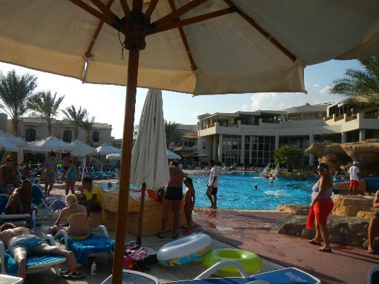 Island View Resort: first pool