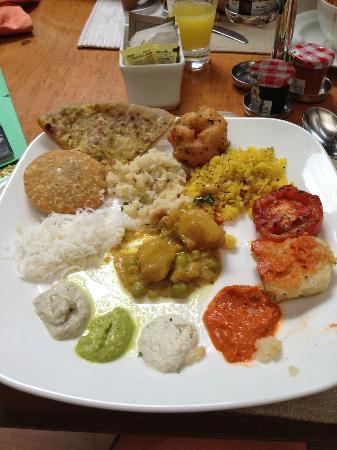 Taj Club House: Buffet Breakfast