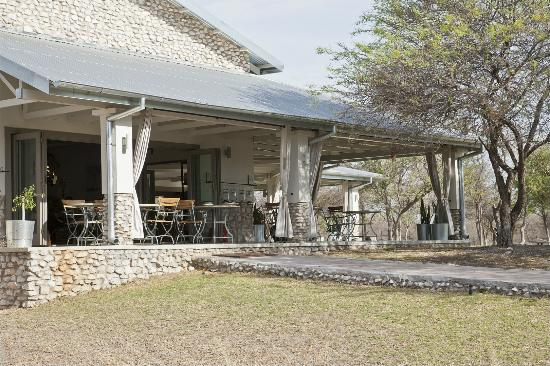 Mushara Outpost: The terrace where breakfast is served