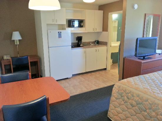 Suburban Extended Stay Hotel of Biloxi - D'Iberville: In-room Kitchen
