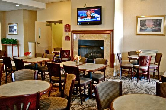 Comfort Inn University: Breakfast Area