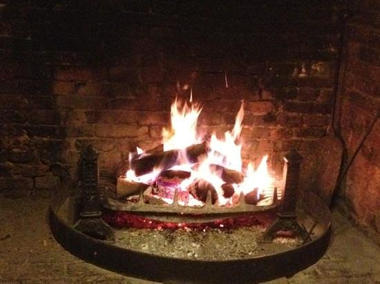 The Compasses: real open fire