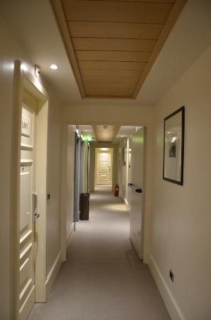 ‪‪Starhotels Tuscany‬: Corridor outside our room‬