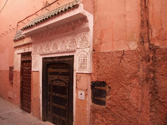 Riad Aguerzame: Porte d'entrée du riad