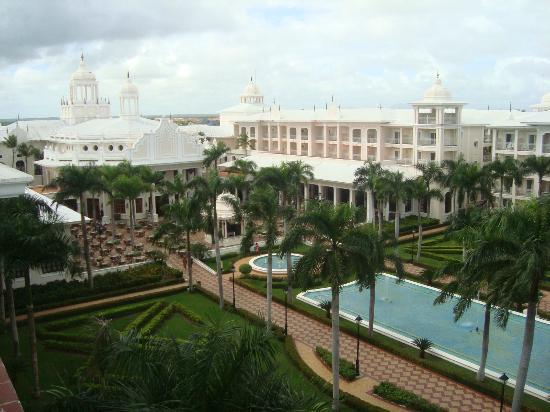 Hotel Riu Palace Punta Cana: vue intérieure de l'hôtel