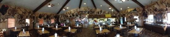 Mikeska's Bar-B-Q: lots of animal heads per square meter of wall space