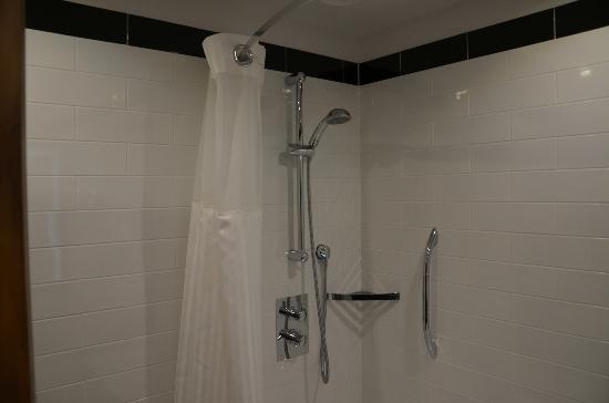 Hilton London Wembley: A good shower